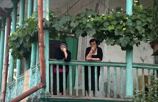 Grapes over balcony_sm